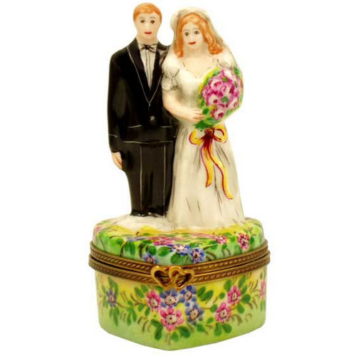 Magnifique Bride and Groom on Heart Limoges Box