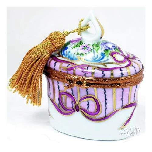 Artoria Oval with Tassel: Recamier Rose Limoges Box